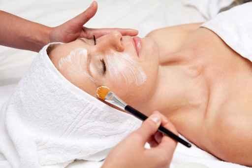 Kosmetikbehandlung für Sie